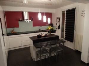 Cuisines atelier du piou b nisterie menuiserie marvejols - Cuisine blanche et plan de travail noir ...